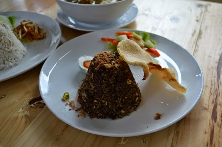 nasi goreng rawon tempat nongkrong di Surabaya Eddy Fahmi