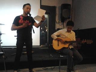 Banjir Kata-kata Puisi di Kafe Gaul