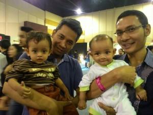 Para ayah pengunjung Hyperlink Project: Lutfi dan Little Kahfi, dan Eddy Fahmi dan Little Fidel