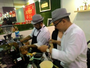 Jie, merupakan pengusaha yang mengawali usaha penjualan kopinya dari kegemarannya terhadap minuman kopi. Foto saya ambil di Hyperlink Project.