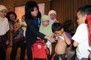 Salah satu kegiatan CSR Pertamina, membantu anak-anak yang mengalami kelainan jantung bawaan untuk dioperasi gratis. Gambar diambil dari sini