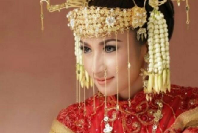 Contoh kebaya pengantin Betawi klasik. Gambar diambil dari sini