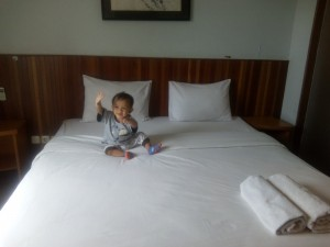 kamar hotel backpacker
