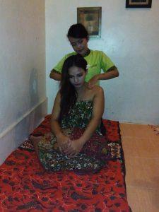 Pijat ibu hamil Vicky Laurentina