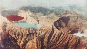 tempat terindah di Indonesia Danau Tiga Warna