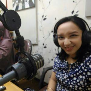 Vicky Laurentina siaran radio