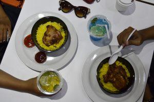 Menikmati masakan ayam bakar Arab ChicKing Grill yang disajikan dengan nasi kuning ChicKing Rice, sambil menyeruput minuman segar Dubai Breeze