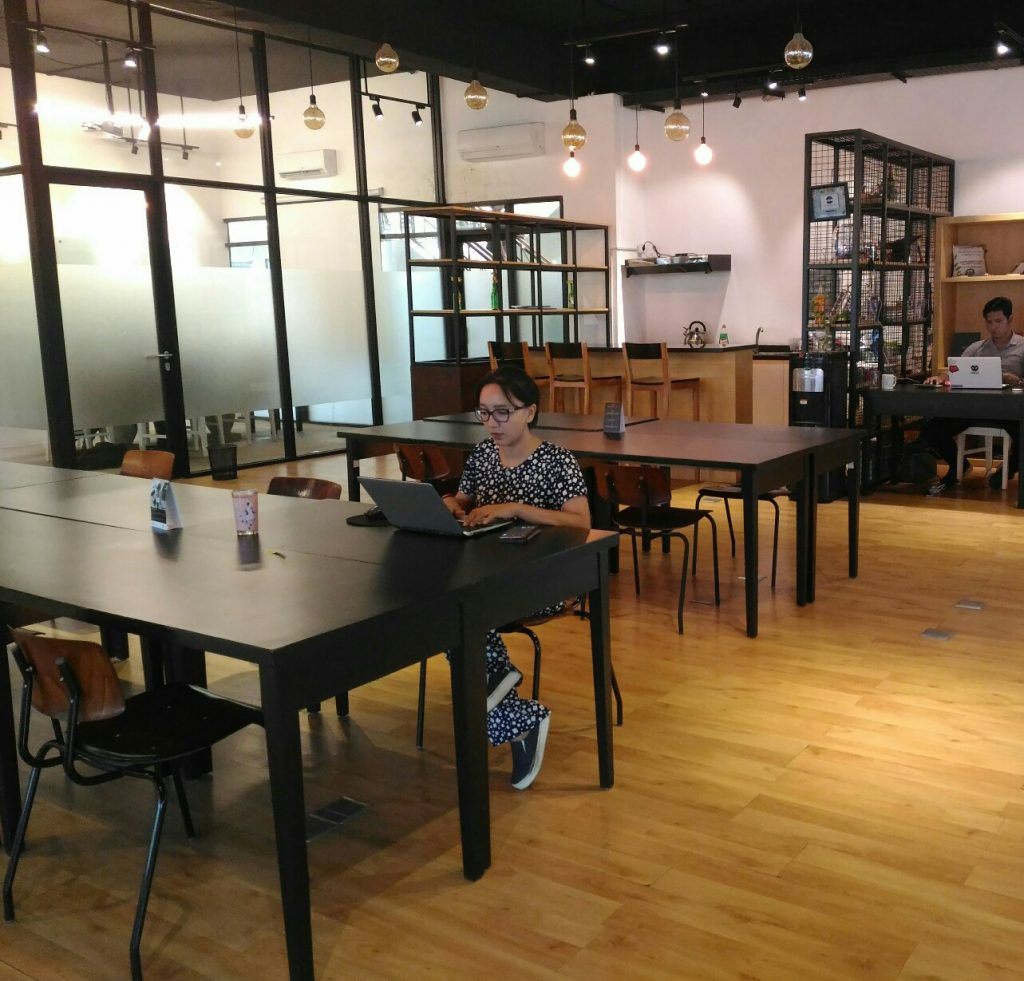 meja kerja minimalis desain ruang kerja minimalis