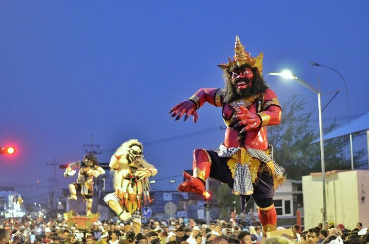 parade ogoh-ogoh Bali