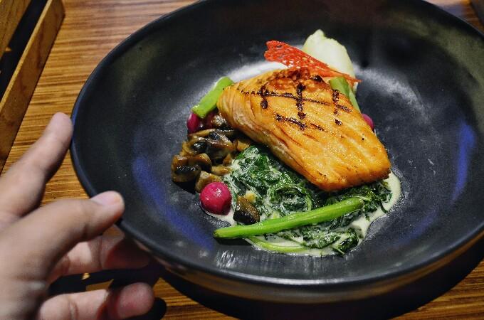 Salmon di Batiqa Hotel Darmo Surabaya
