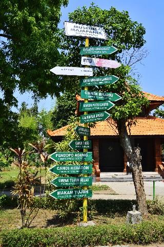 papan penunjuk peninggalan kerajaan Majapahit