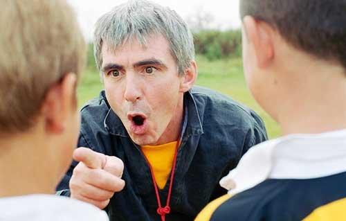 Bullying kadang-kadang malah dilakukan oleh gurunya sendiri. Gurunya selalu berdalih itu pendidikan mental. Gambar diambil dari sini.