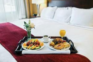 cari hotel murah sebaiknya sarapannya gratis juga