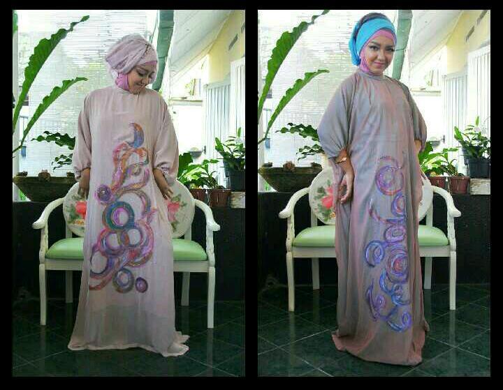 Baju muslim Puan Ayu model Vicky Laurentina Eddy Fahmi