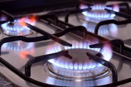servis kompor gas membersihkan kompor gas