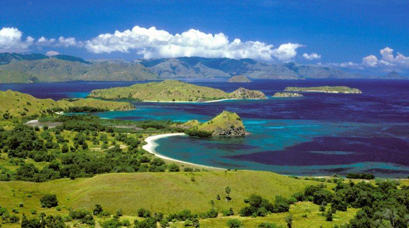 Pulau Komodo pantai terindah di Indonesia