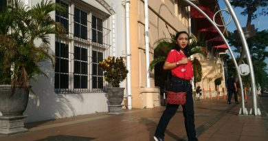 Vicky Laurentina travelling