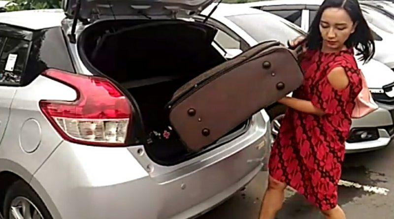 Prosedur naik pesawat adalah bawa bagasi yang bisa ditangani sendiri