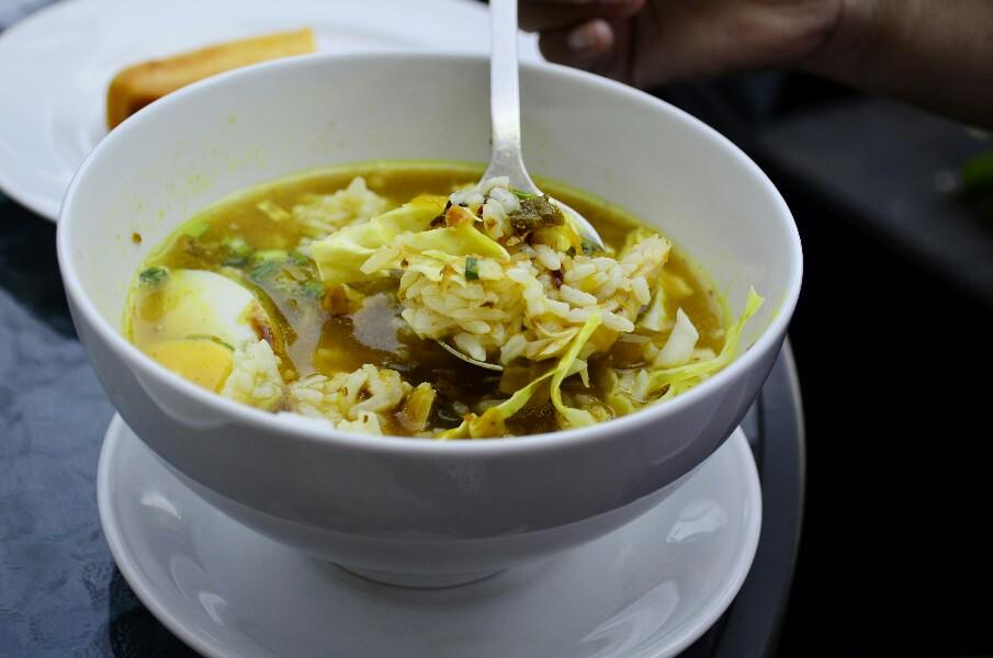 Soto ayam makanan khas Jawa Timur