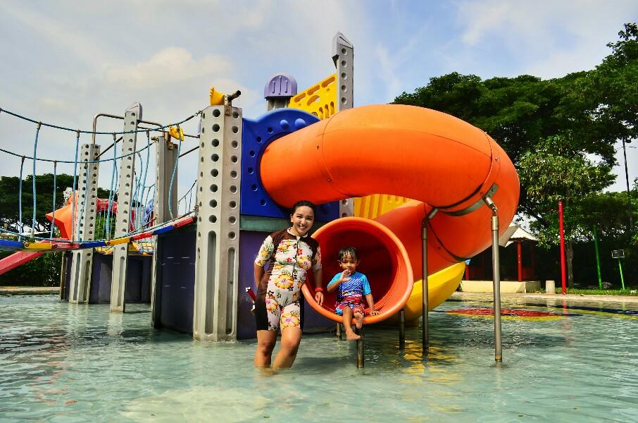 wahana di Ciputra Waterpark Surabaya