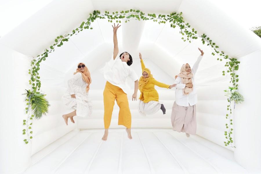 ide hiburan pernikahan wedding bouncy castle