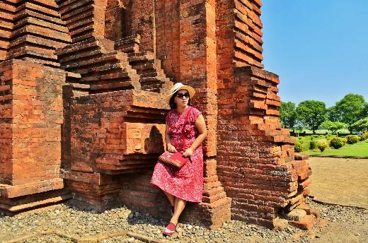 Vicky Laurentina di Gapura Bajang Ratu